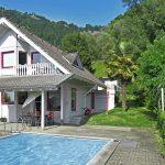 Freistehendes Einfamilienhaus mit Pool und Seesicht