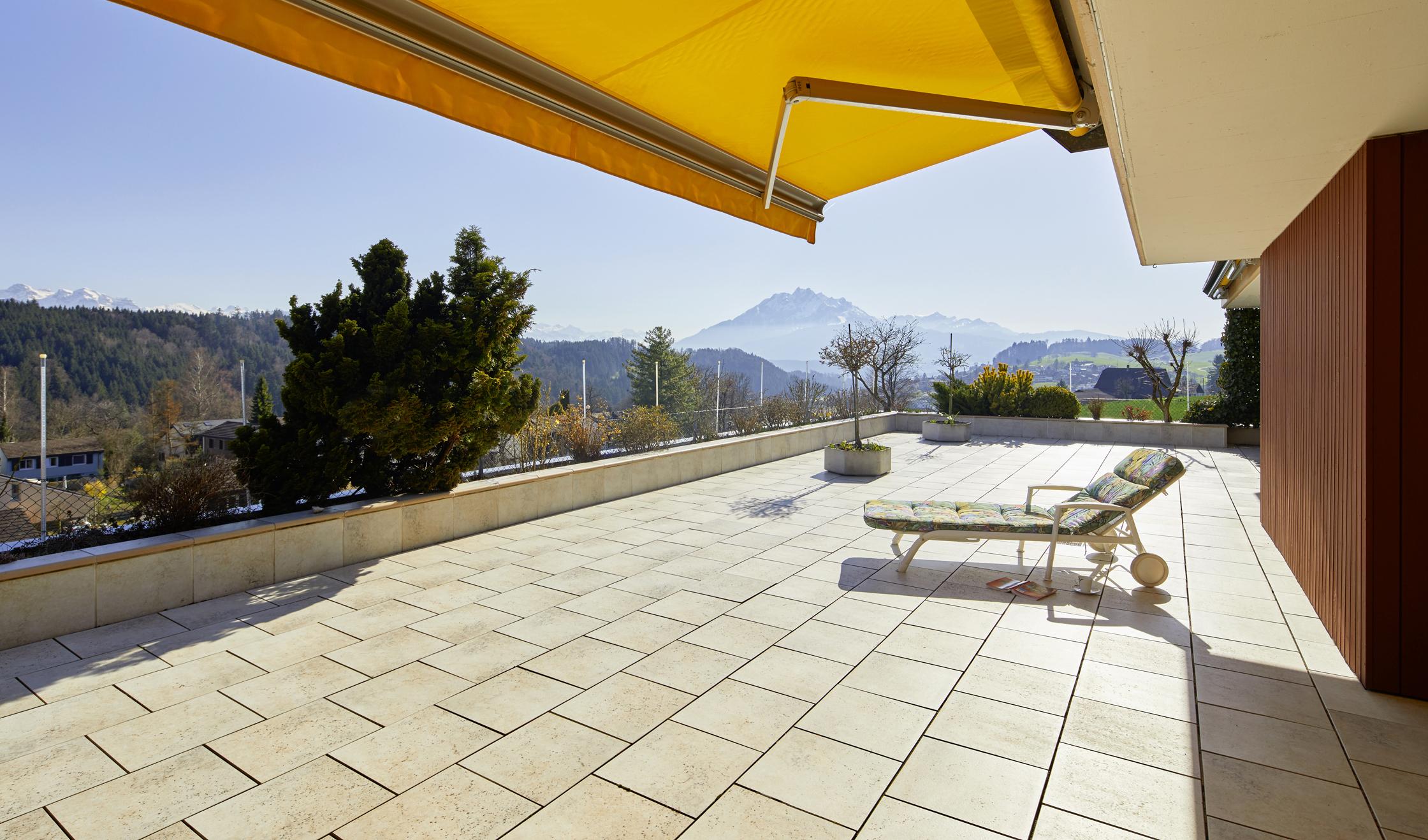 Attika Terrassenwohnung mit Weitblick und Ruhe
