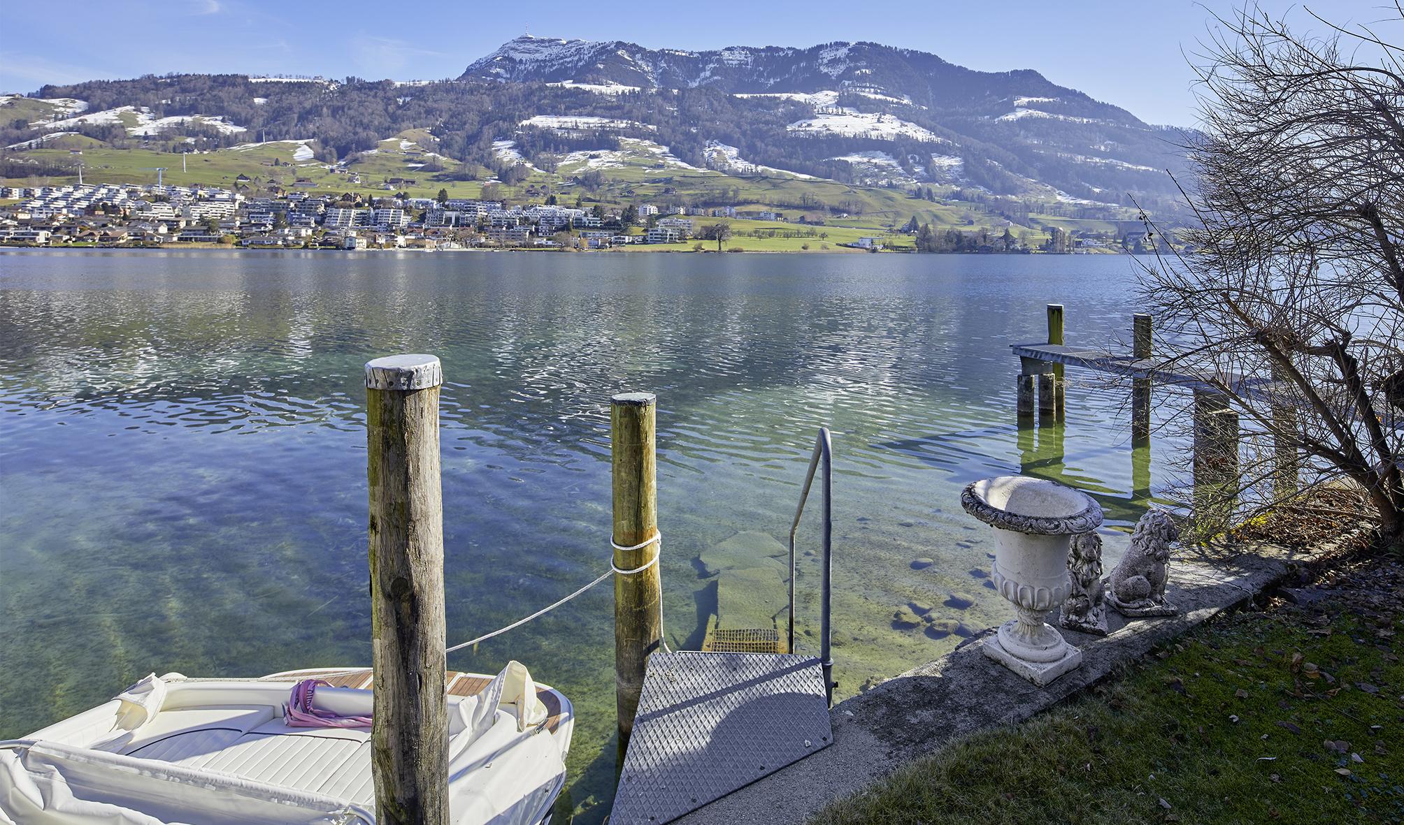 Hausjuwel mit Seeanstoss und eigenem Bootshaus