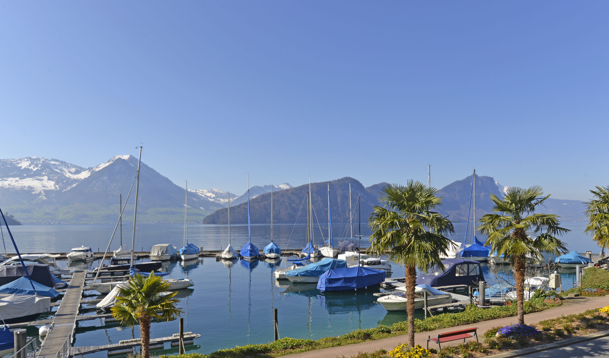 Traumhafte Attika am See mit Bootsplatz