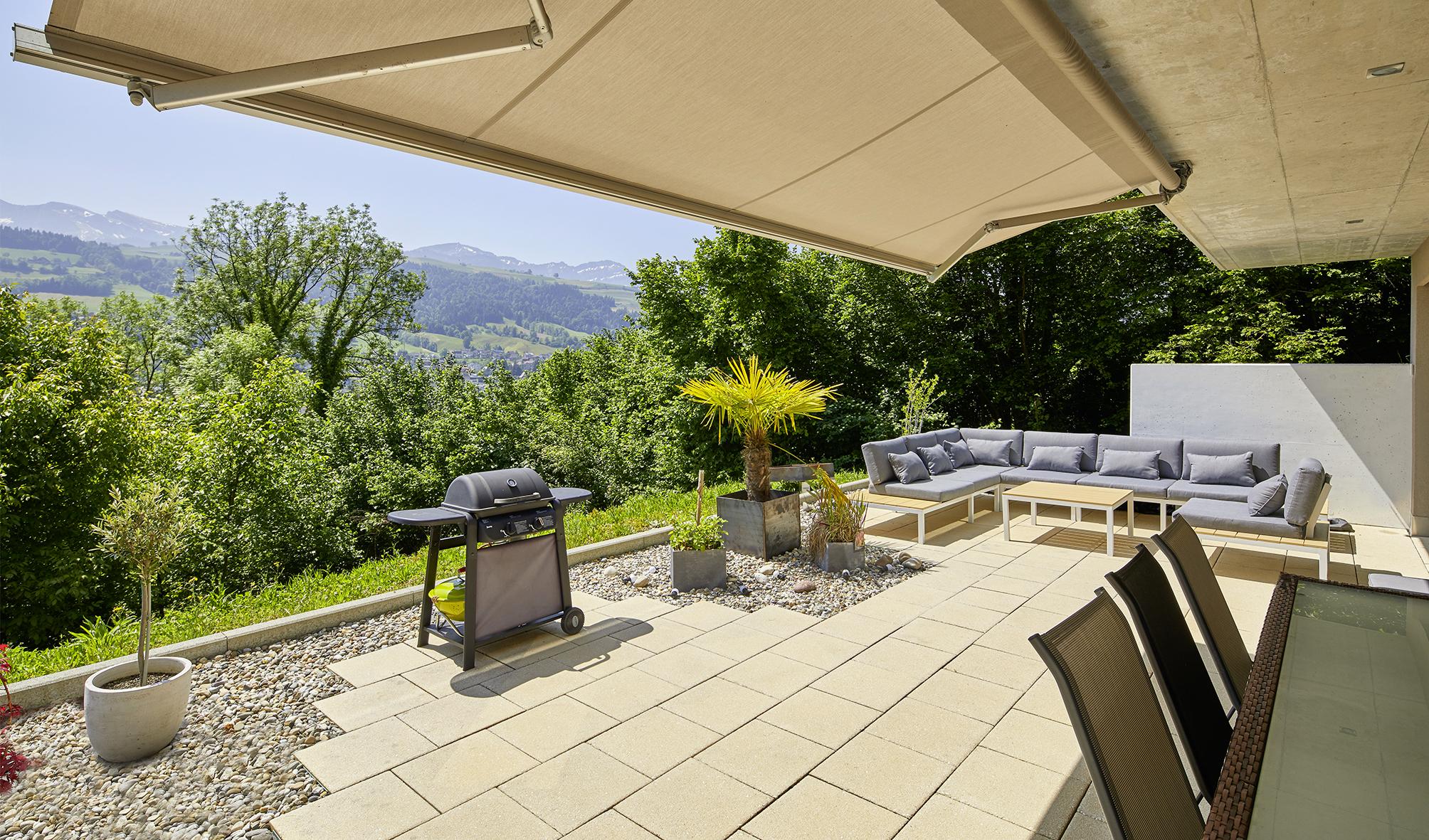 Anlageobjekt – Terrassenwohnung mit Blick in die Natur und die Berge