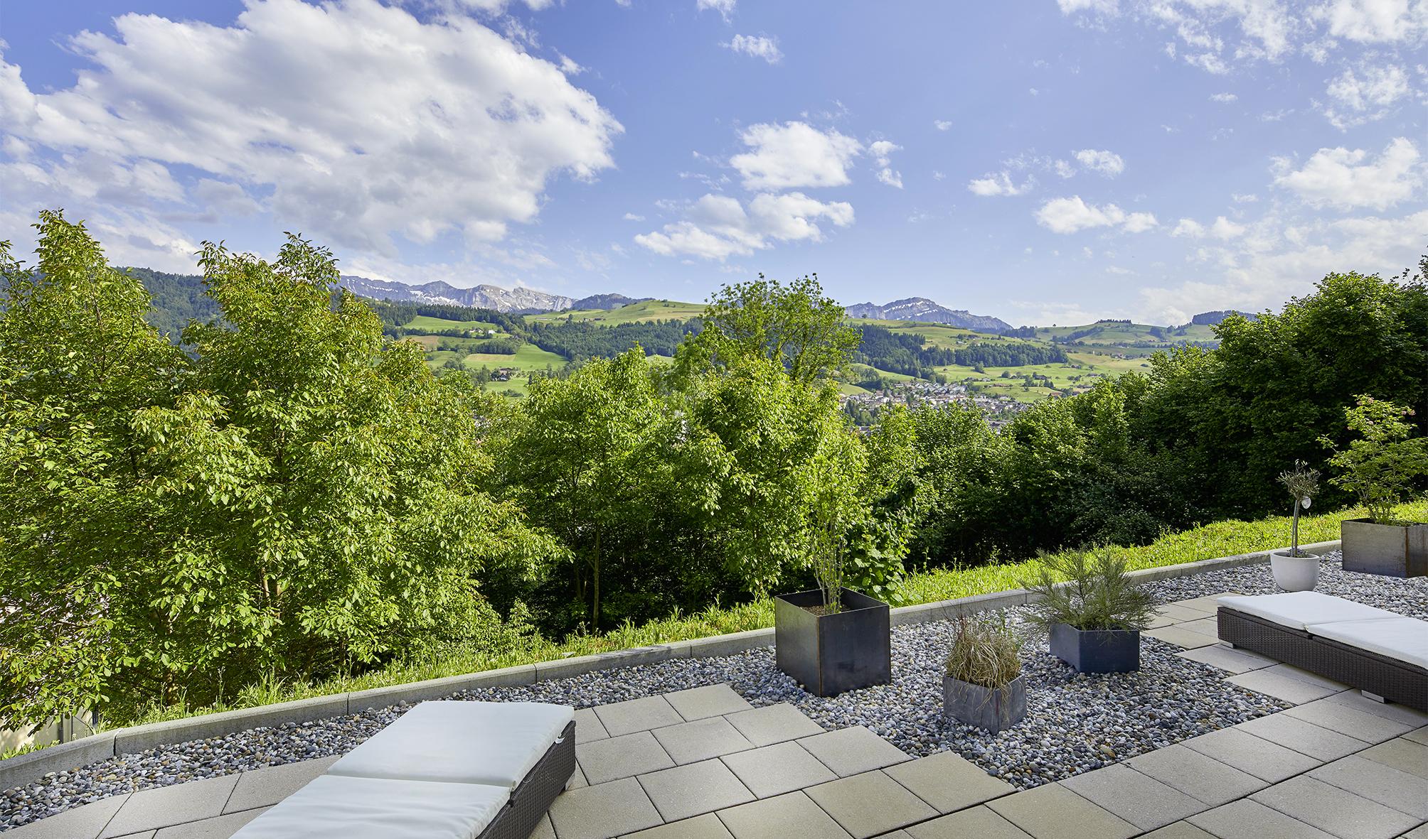 Exklusive Terrassenwohnung mit Blick in Natur und Berge