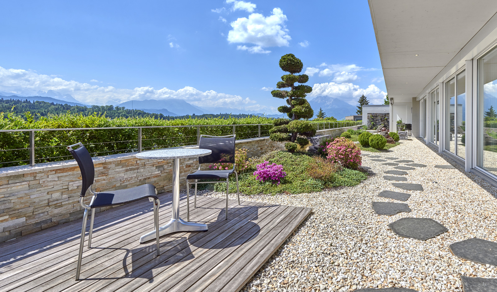Exklusive Trouvaille mit Bergpanorama und japanischem Garten