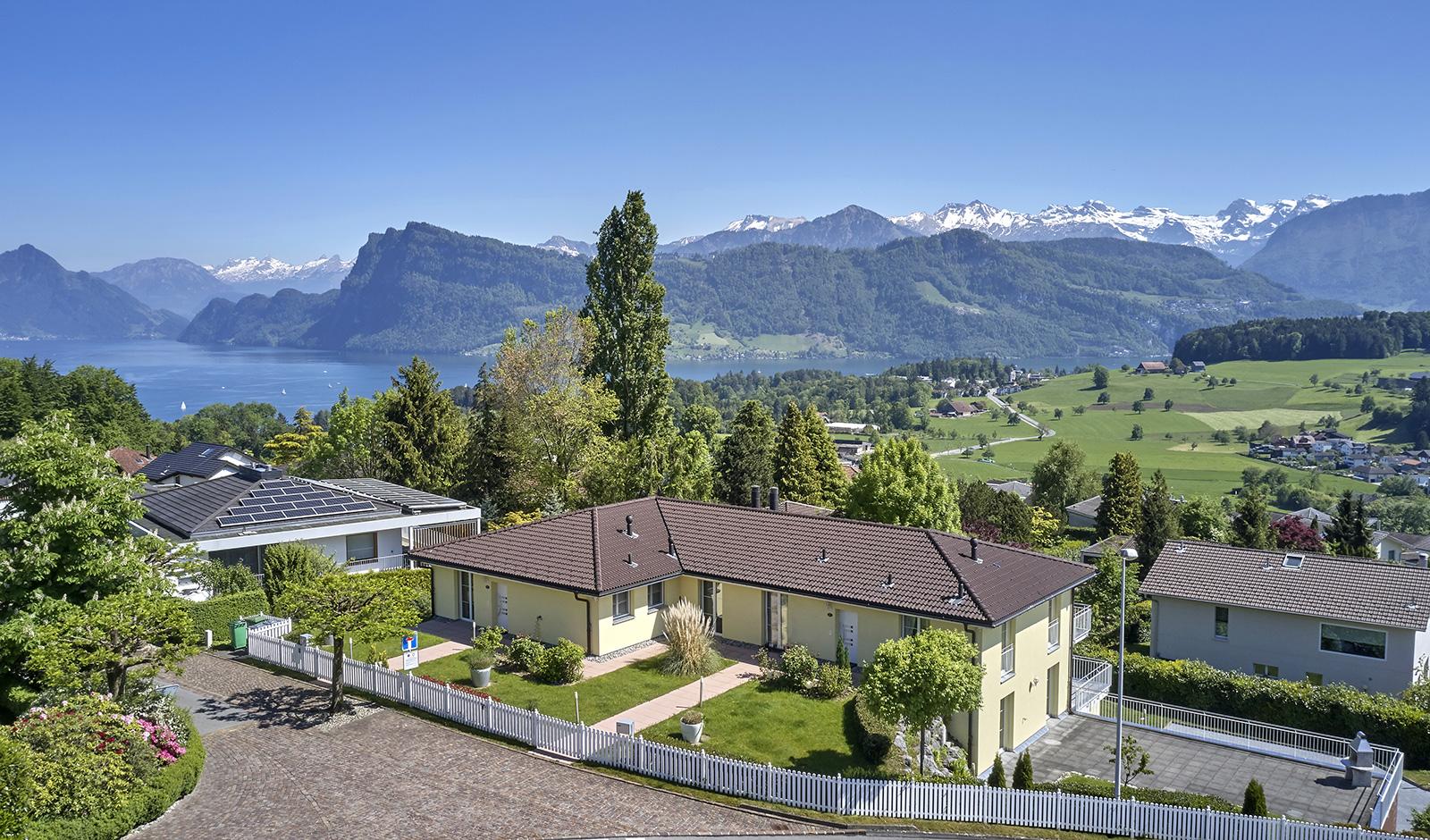 Luxuriöses Doppeleinfamilienhaus an bester Aussichtslage