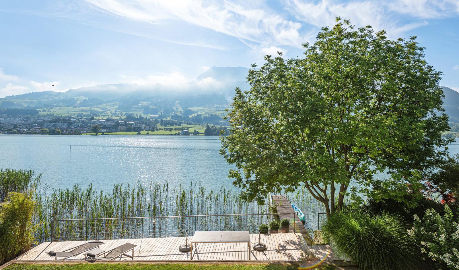 Leben am See – modernes Haus mit Seeanstoss